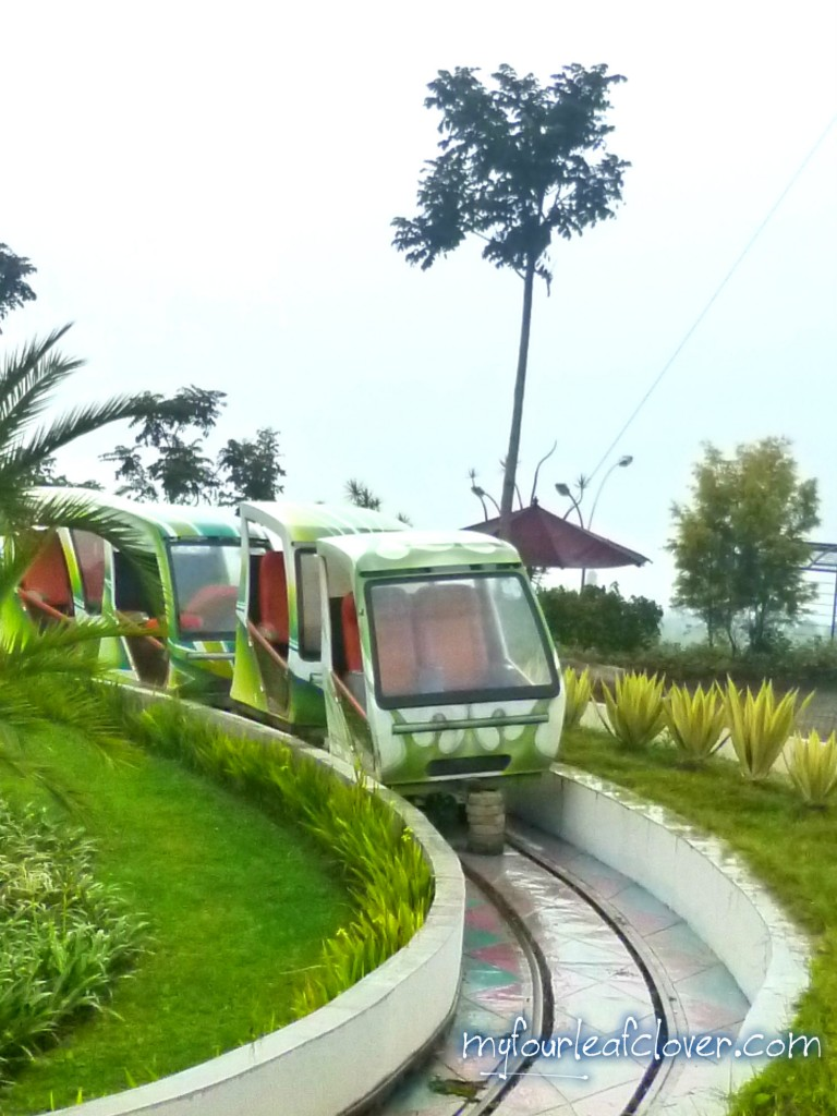 futuristic-train-kampung-gajah