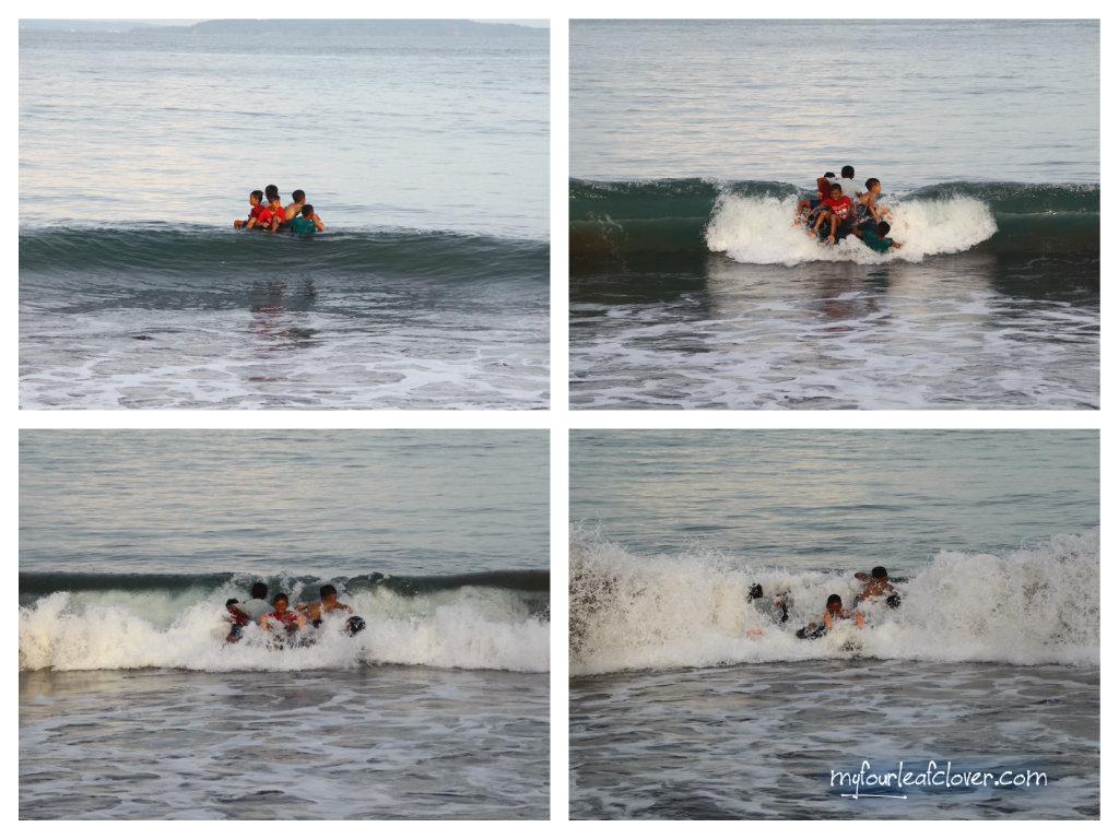 Di sore hari melihat asyiknya anak-anak nelayan bermain air di laut