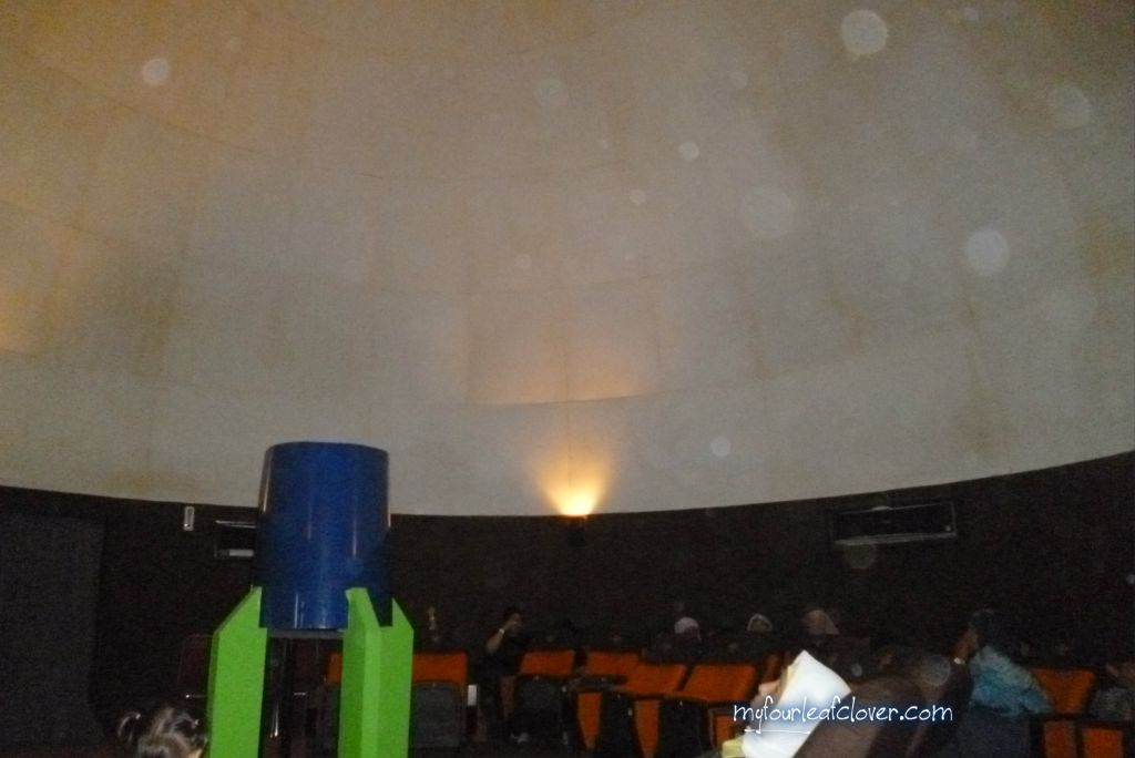 Suasana di dalam Planetarium